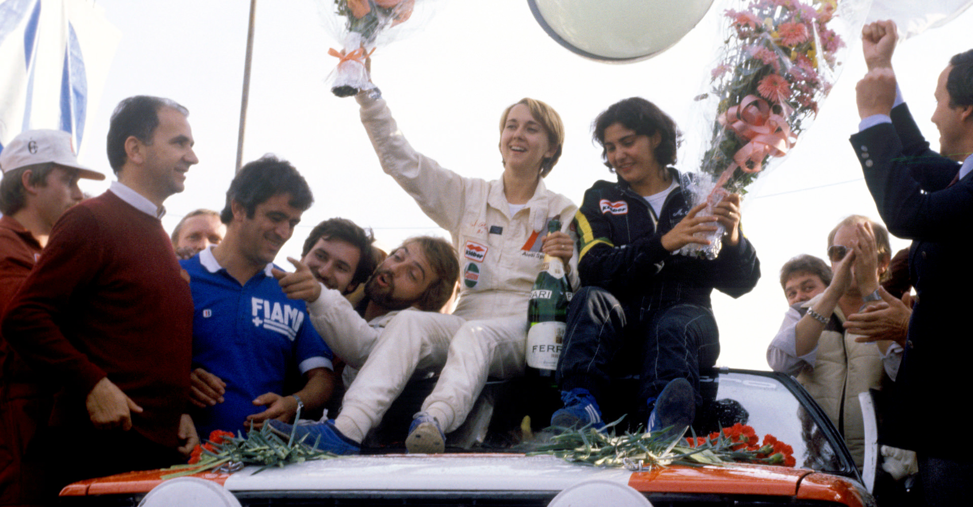 Michéle Mouton planto cara a los rallye masculinizados del mundial y se convirtió en la mujer y piloto más importante de la historia del automovilismo en los rallye, acompañda por Fabrizia Pons de copiloto.