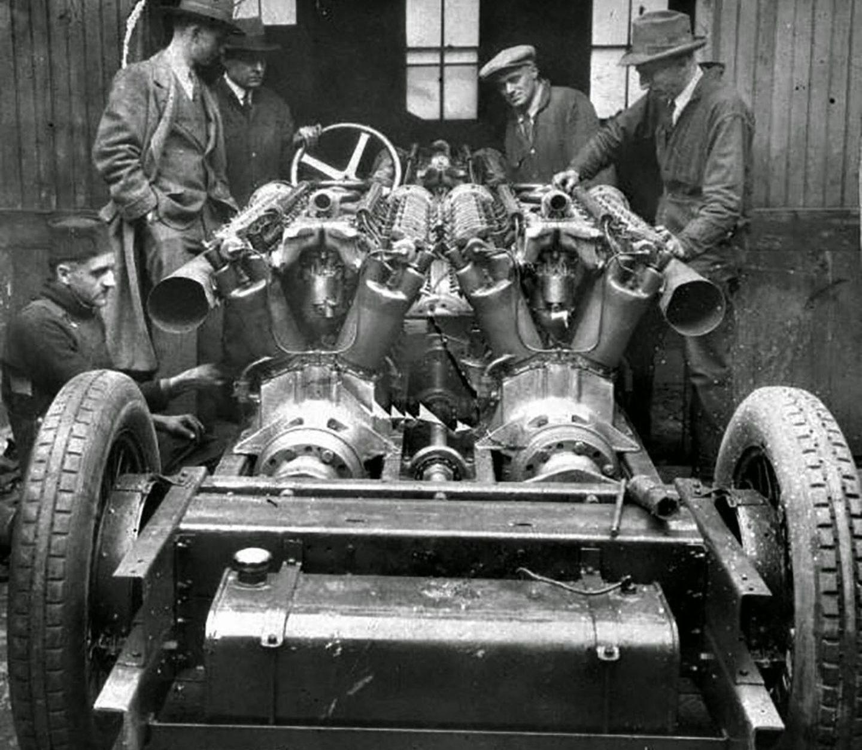 El White Triples y sus 81 litros de cilindrada, 1.500 caballos y sus tres motores de avión fue el protagonista en los años 20 de los récords de velocidad más épicos y trágicos.