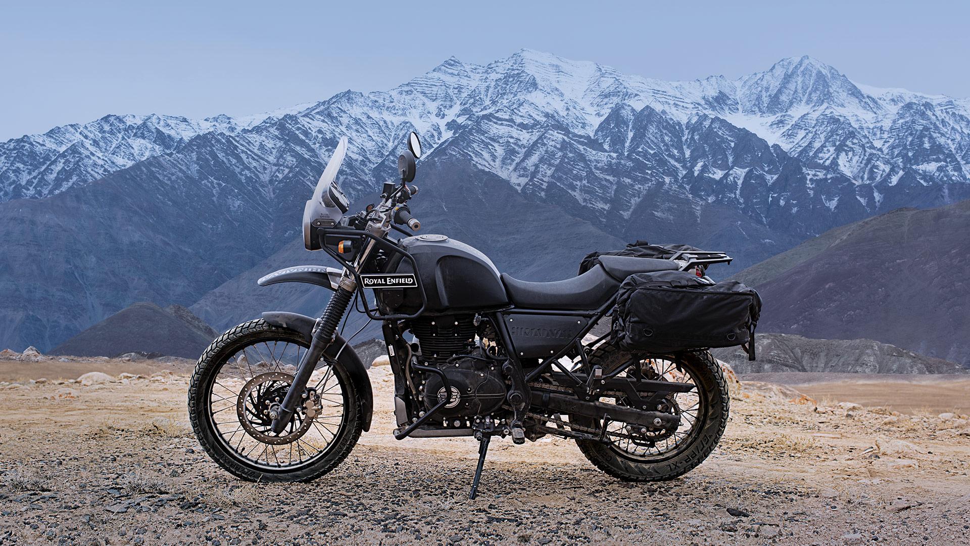 Fiable, dura, convencional. Así se presenta la trail de siempre creada para los aventureros que no quieren límites ni adornos para vivir la experiencia mas intensa que ofrece la Royal Enfield Himalayan.