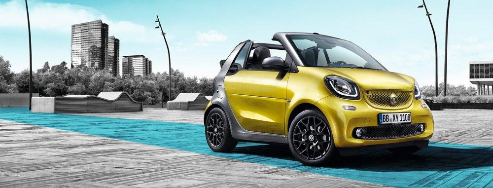 Cuando la ciudad se hace grande, aparece el cabrio de Smart para que los obstáculos resulten reto dentro de la complicada movilidad y el espacio.