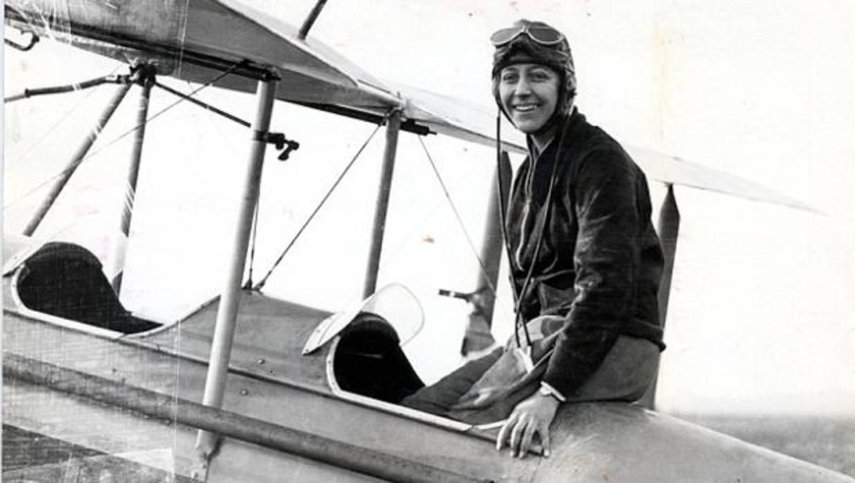 Pionera y piloto de aviación. Amy Jonson consiguió registros únicos y fue la primera mujer que unió Gran Bretaña con Australia en un vuelo en solitario.