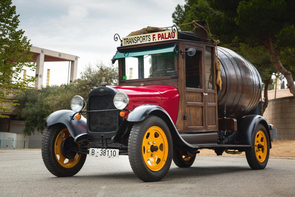 Francisco Palau es uno de esos arqueólogos de la mecánica que resucitan y dan vida a la historia de los clásicos, en este caso con el Ford AA, a la del transporte.