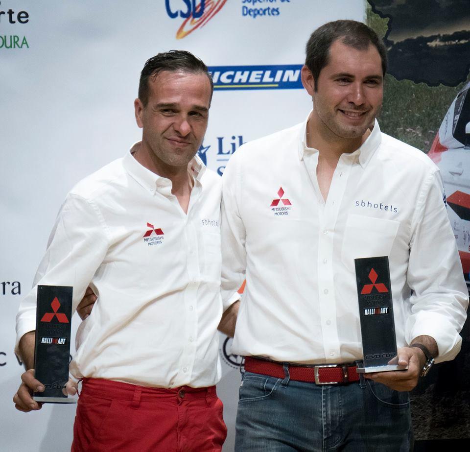 Daniel Cámara (izquierda), respetado y experto copiloto internacional de Raid junto a su piloto Gerard Subirats, participantes en el nacional de rallyes todotererno
