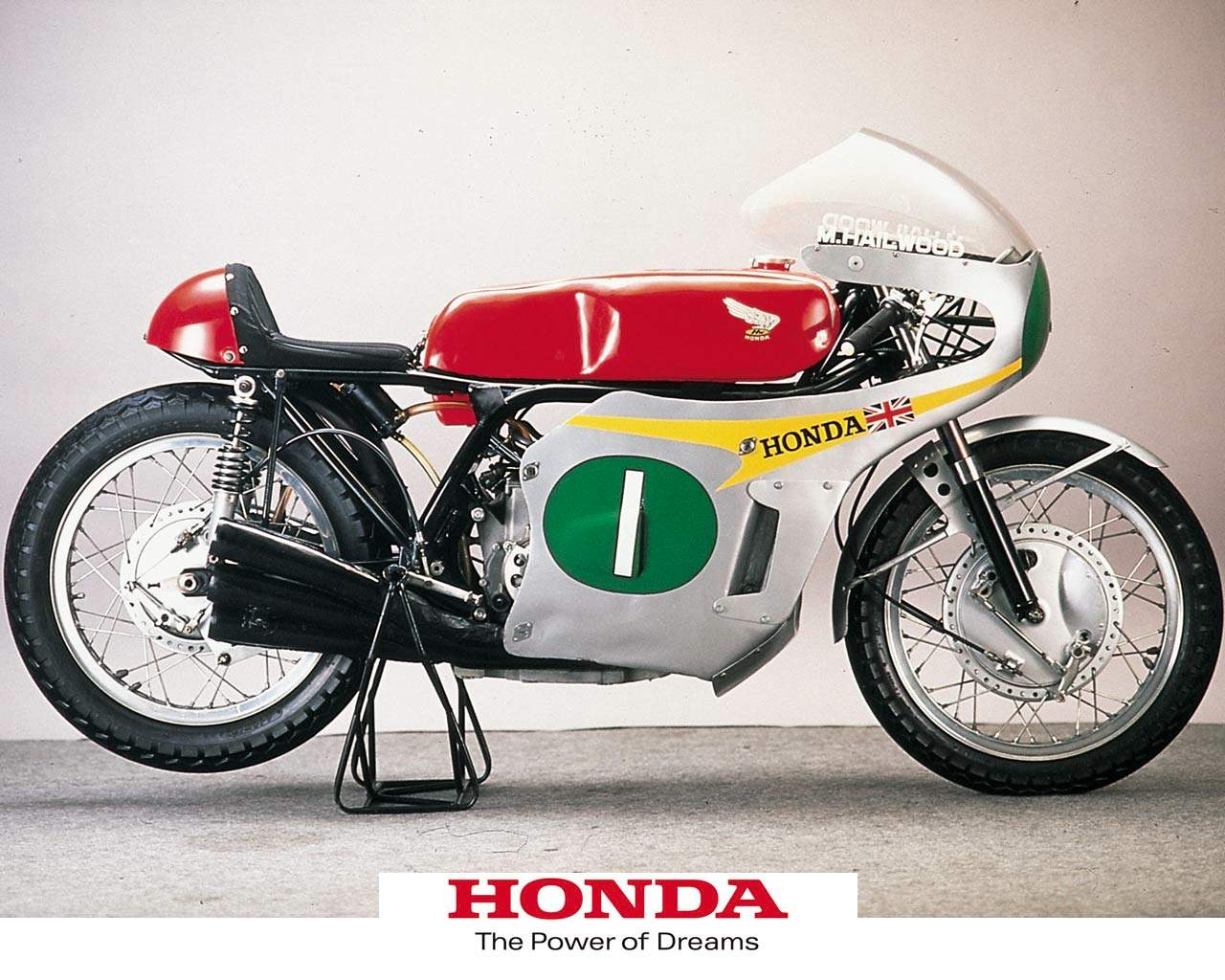 Honda fabricó la exitosa RC166 con la que logró grandes resultados y se convirtió en la moto mas exitosa de la marca japonesa.