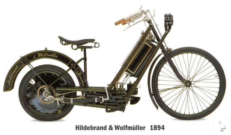 La primera motocicleta data de 1867, según algunos historiadores y se movía gracias a un motor de vapor alimentado por carbón.