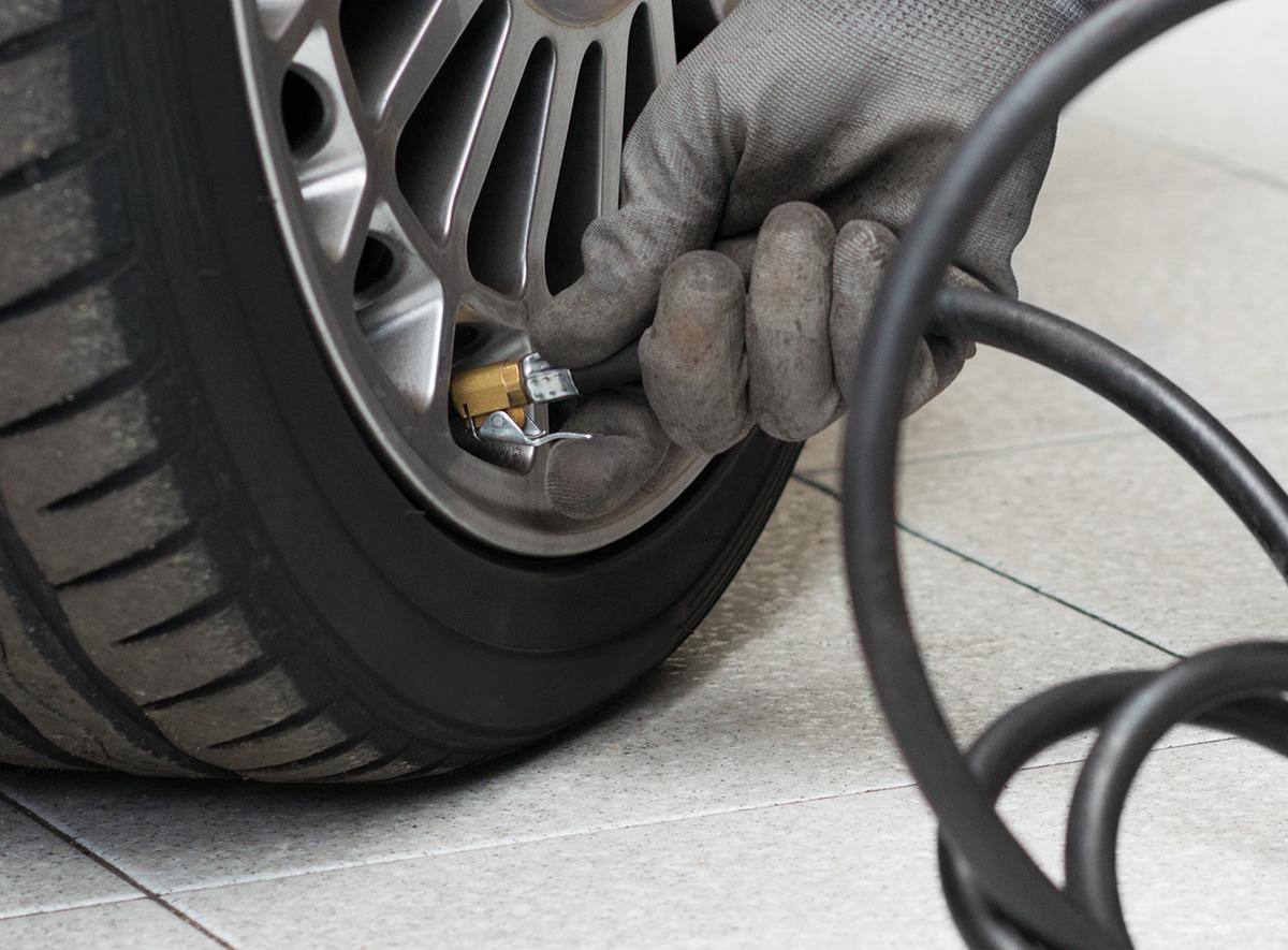 La válvula se convierte en un elemento de la mecánica relacionada con el neumático que garantiza seguridad y comportamiento del mismo al mantener las presiones en todo momento.